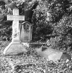 Theodore and Mabel's grave and memorial (right) in the churchyard of St Mary's, Theydon Bois, Essex. © The Bent Archive